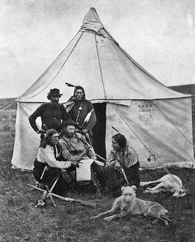 custer-curly-standing-bloodyknifepointing-dogs-big.jpg
